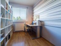 Pracovna (Prodej bytu 4+kk v osobním vlastnictví 108 m², Praha 8 - Dolní Chabry)