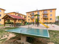 hřiště, pergola - Prodej bytu 2+1 v osobním vlastnictví 75 m², Chrášťany