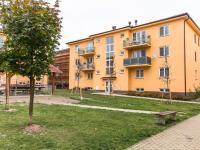 pohled na dům - Prodej bytu 2+1 v osobním vlastnictví 75 m², Chrášťany