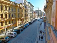 Pohled směrem k Václavskému nám. - Prodej bytu 4+1 v osobním vlastnictví 133 m², Praha 1 - Nové Město