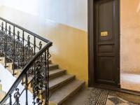 Chodba se vstupními dveřmi (Prodej bytu 4+1 v osobním vlastnictví 133 m², Praha 1 - Nové Město)