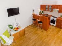 Výhled na pokoj ze spacího patra - Prodej bytu 1+kk v osobním vlastnictví 28 m², Praha 4 - Braník