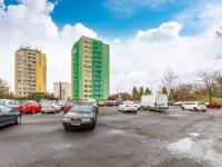 Parkoviště vedle domu - Prodej bytu 2+kk v osobním vlastnictví 34 m², Neratovice