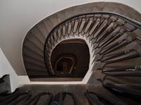 schodiště v domě - Pronájem kancelářských prostor 128 m², Praha 1 - Staré Město