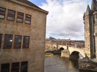 výhled z kuchyňky a chodby - Pronájem kancelářských prostor 128 m², Praha 1 - Staré Město