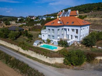 Prodej domu v osobním vlastnictví 356 m², Beroun