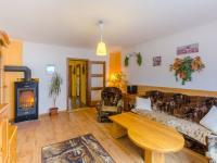 Rodinný dům: obývací pokoj s dálkově ovládaným topením - Prodej domu v osobním vlastnictví 160 m², Jesenný