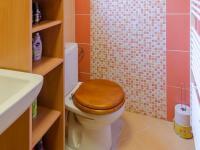 Rodinný dům: koupelna - Prodej domu v osobním vlastnictví 160 m², Jesenný