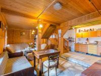 Chalupa: obývací pokoj s kuchyní - Prodej domu v osobním vlastnictví 160 m², Jesenný