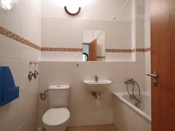 koupelna a WC - Pronájem bytu 1+kk v osobním vlastnictví 40 m², Beroun
