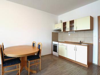 kuchyňská linka - Pronájem bytu 1+kk v osobním vlastnictví 40 m², Beroun