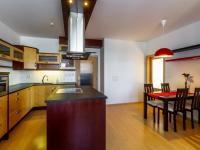 jídelní část kuchyně - Prodej bytu 3+kk v osobním vlastnictví 97 m², Jesenice