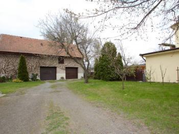 Prodej domu v osobním vlastnictví 240 m², Bělá pod Bezdězem