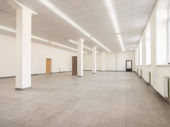 Světlé a prostorné obchodní prostory - Pronájem komerčního objektu 260 m², Český Brod