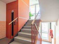 Skvěle udržované společné prostory s novým výtahem - Prodej bytu 2+1 v osobním vlastnictví 63 m², Kolín
