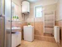 Koupelna  - Prodej domu v osobním vlastnictví 140 m², Kounice