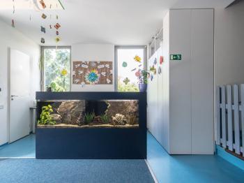 Recepce s akváriem - Pronájem kancelářských prostor 342 m², Praha 5 - Jinonice