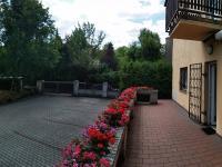 Terasa a balkón u vjezdu - Pronájem kancelářských prostor 175 m², Praha 6 - Dejvice