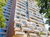 Pohled na dům - Prodej bytu 1+kk v osobním vlastnictví 23 m², Praha 8 - Kobylisy