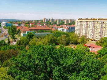 Výhled z bytu - Prodej bytu 1+kk v osobním vlastnictví 23 m², Praha 8 - Kobylisy