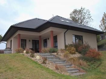 Prodej domu v osobním vlastnictví 225 m², Obříství