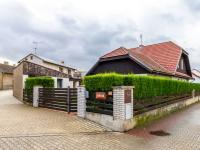 Pohled z ulice - Prodej domu v osobním vlastnictví 205 m², Horoměřice