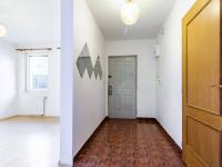 Předsíň (vlevo vstup do 2+kk) - Prodej domu v osobním vlastnictví 205 m², Horoměřice