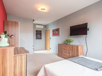 Prodej bytu 5+kk v osobním vlastnictví, 182 m2, Praha 10 - Pitkovice