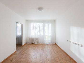obývací pokoj - Prodej bytu 3+1 v osobním vlastnictví 54 m², Praha 9 - Prosek