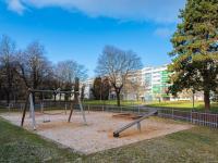 dětské hřiště v blízkém okolí - Prodej bytu 3+1 v osobním vlastnictví 54 m², Praha 9 - Prosek