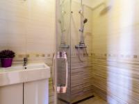 Koupelna - Prodej bytu 2+kk v osobním vlastnictví 51 m², Mníšek pod Brdy