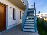 Přístup k bytu - Prodej bytu 2+kk v osobním vlastnictví 51 m², Mníšek pod Brdy