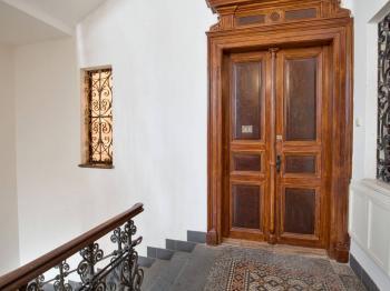 Domovní chodba - Pronájem bytu 3+1 v osobním vlastnictví 116 m², Praha 1 - Nové Město