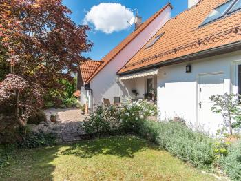 Prodej domu v osobním vlastnictví, 284 m2, Šestajovice