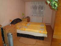 ložnice (Prodej domu v osobním vlastnictví 210 m², Písečná)