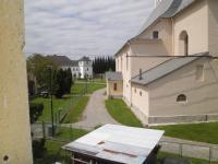 výhled z obývacího pokoje (Prodej bytu 2+1 v osobním vlastnictví 67 m², Vidnava)