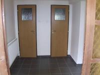 chodba se vstupem do koupelny a toalety - Prodej domu v osobním vlastnictví 150 m², Velké Kunětice