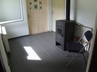 místnost s krbovou vložkou s rozvodem do radiátorů - Prodej domu v osobním vlastnictví 150 m², Velké Kunětice