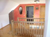 chodba se schodištěm v 2.NP - Prodej domu v osobním vlastnictví 260 m², Petrovice