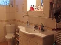 koupelna (Prodej bytu 3+kk v osobním vlastnictví 68 m², Praha 9 - Horní Počernice)