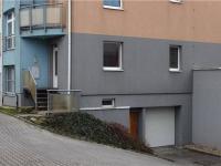 pohled na vchod do domu (Prodej bytu 3+kk v osobním vlastnictví 68 m², Praha 9 - Horní Počernice)