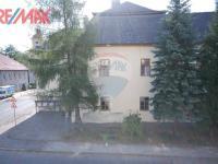výhled z balkonu na zámek (Prodej komerčního objektu 2668 m², Stěžery)