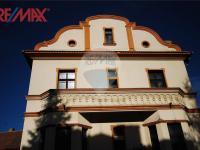 boční pohled na horní část hl. budovy (Prodej komerčního objektu 2668 m², Stěžery)