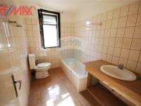 koupelna v podkrovním bytě (Prodej komerčního objektu 2668 m², Stěžery)