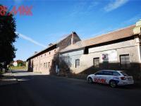 navazující stavby (Prodej komerčního objektu 2668 m², Stěžery)
