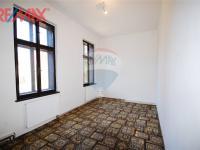 pokoj 1 v bytě 3+1 (Prodej komerčního objektu 2668 m², Stěžery)