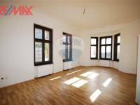 hlavní místnost byt 3+1 (Prodej komerčního objektu 2668 m², Stěžery)
