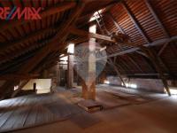 půda hlavní budovy (Prodej komerčního objektu 2668 m², Stěžery)