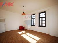 podkrovní byt 2+kk hl. místnost (Prodej komerčního objektu 2668 m², Stěžery)