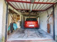 garáž (Prodej domu v osobním vlastnictví 330 m², Hradec Králové)